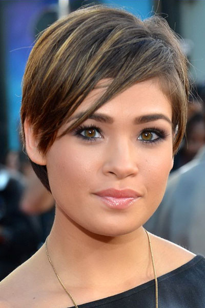 Nicole Anderson's Chic Short Shag with Side Bangs