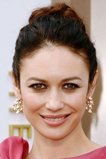 Olga Kurylenko's Beautiful Wavy High Updo at the 2014 Oscars