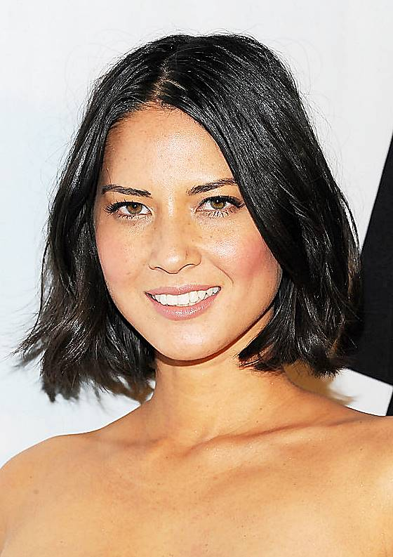Olivia Munn's Wavy Bob Hairstyle For Round Face Shapes