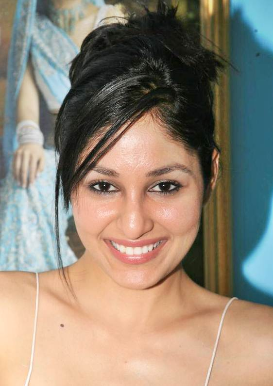 Pooja Chopra's Cute Messy French Twist Hairstyle