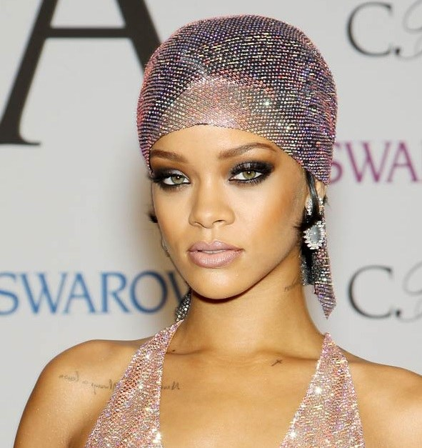 Rihanna's Head Wrap Style At CFDA Fashion Awards 2014