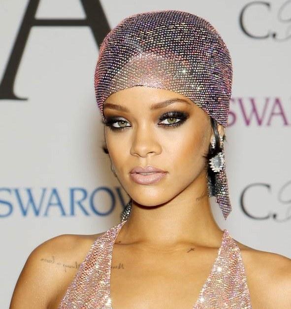 Rihanna's Head Wrap Style At CFDA Fashion Awards 2014