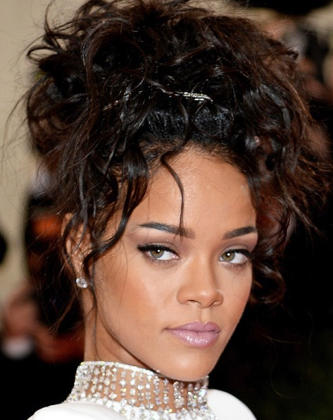 Rihanna's Messy Updo At 2014 Met Ball