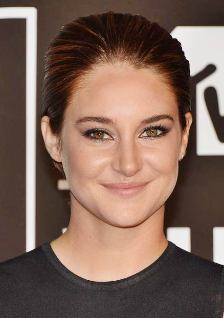 Shailene Woodley's Short Sleek Hairstyle At The 2013 Video Music Awards
