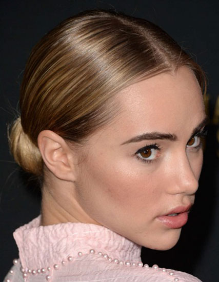 Suki Waterhouse' Chic Sleek Low Chignon