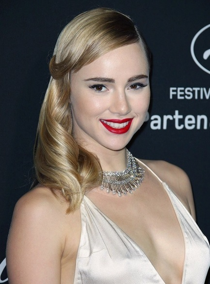 Suki Waterhouse's Vintage Style At Cannes 2014