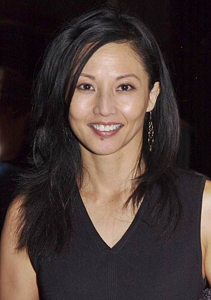 Tamlyn Tomita S Side Part Layered Hairstyle Casual