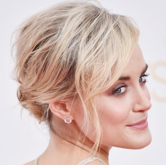 Taylor Schilling's Disheveled Updo At Emmy Awards 2014