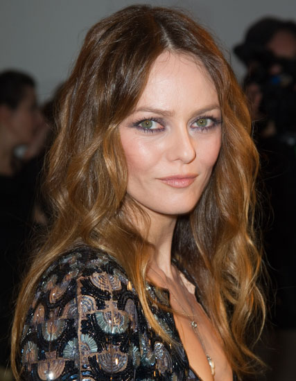 Vanessa Paradis' Messy Middle Part Beach Waves Hairstyle