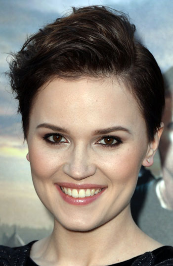 Veronica Roth S Pompadour Pixie Hairstyle Casual Party