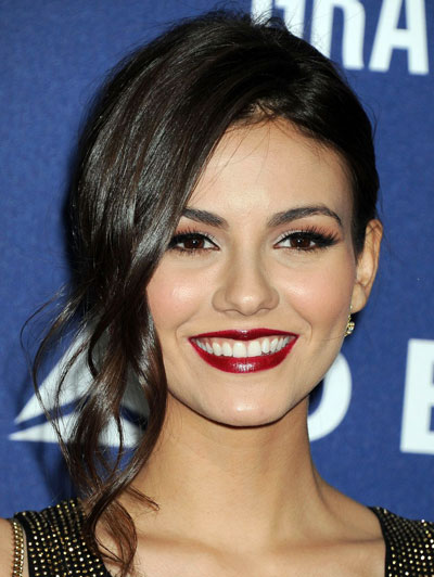 Victoria Justice's Pretty Updo with Loose Curls at the 2014 Grammy Awards