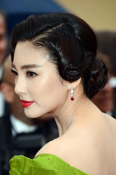 Zhang Yuqi's Beautiful Vintage Chignon Hairstyle