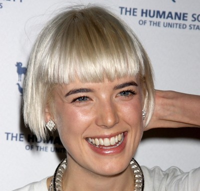 Agyness Deyn's Short Straight Blonde Hair In Simple Bob Hairstyle