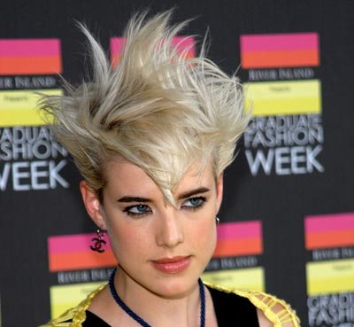 Agyness Deyn's Short Straight Blonde Hair In Spiky Edgy Hairstyle