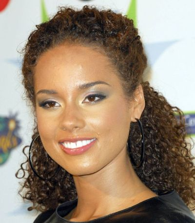 Alicia Keys's Very Curly Black Hair In Half Up Hairdo