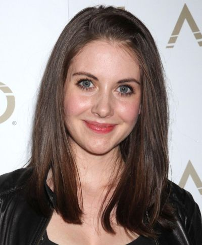 Alison Brie's Brunette Hair In Straight Sleek Medium-Length Hairstyle