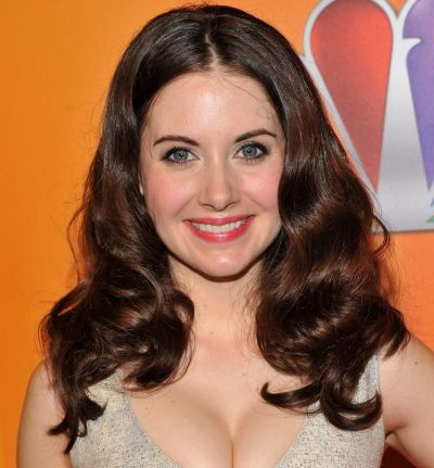 Alison Brie Brunette Middle Part Medium-Length Wavy Hairstyle