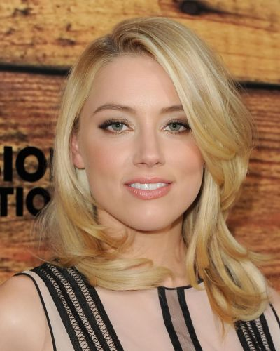 Amber Heard's Blonde Hair In Pretty Wavy Medium-Length Hairstyle