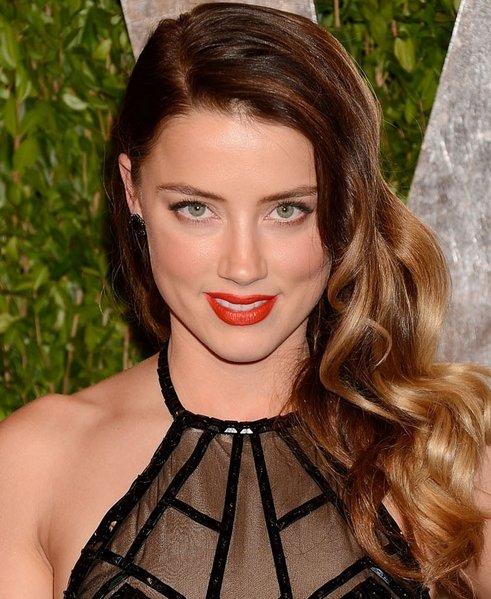 Amber Heard's Long Wavy Side Swept Hairstyle