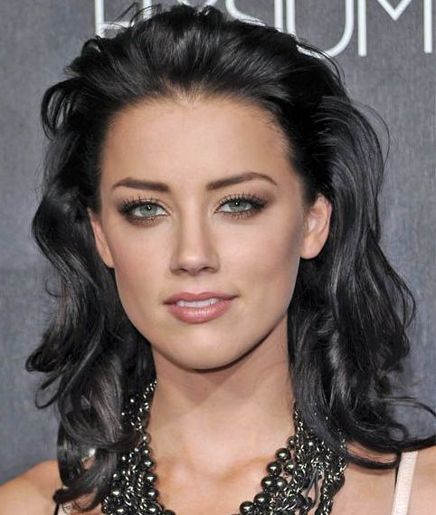 Amber Heard's Thick Medium-Length Brunette Hair In Wavy Hairstyle