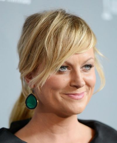Amy Poehler's Medium-Length Blonde Hair In Low Ponytail