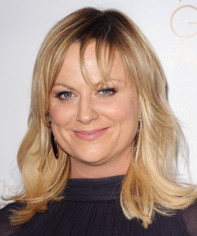 Amy Poehler's Medium Length Blonde Hair Has Wispy Bangs