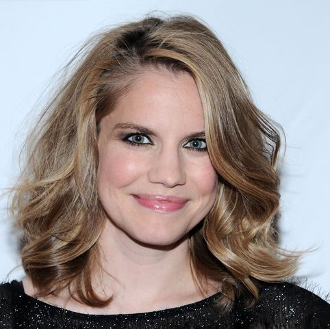 Anna Chlumsky Medium-Length Layered Wavy Light Brown Hair