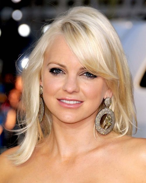 Anna Faris Blonde Layered Hairstyle With Sexy Side Bangs