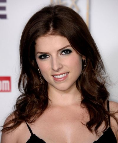 Anna Kendrick's Brown Medium-Length Hair In Layered Hairstyle