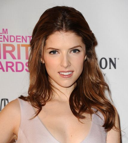 Anna Kendrick's Brown Wavy Hair In Half-Up Formal Hairdo