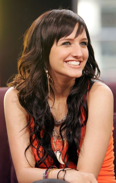 Ashlee Simpson's Long Curly Hair In Shag Hairstyle With Bangs