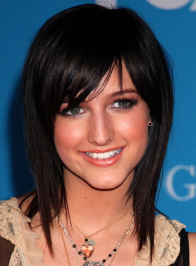 Ashlee Simpson's Straight Black Hair In Medium-Length Choppy Hairstyle