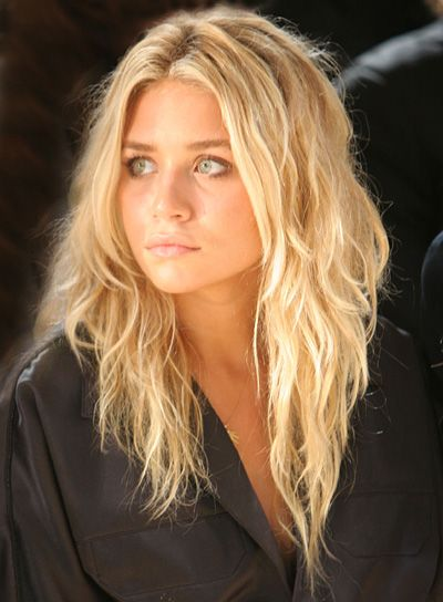 Ashley Olsen's Layered Blonde Hair In Wavy Beachy Hairstyle
