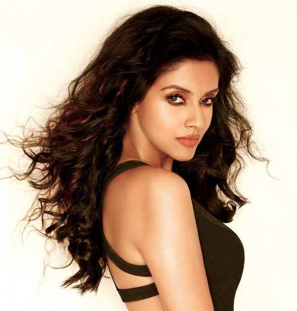 Asin's Dark Brown Hair In Sexy Long Curly Hairstyle