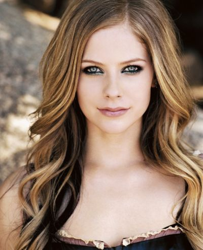 Avril Lavigne's Pretty Long Blonde Layered Wavy Hairstyle