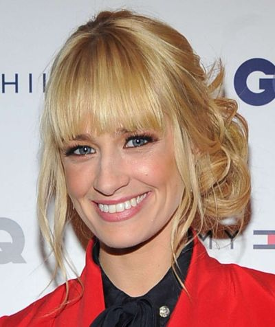 Beth Behrs's Blonde Hair In Curly Messy Bun Hairdo