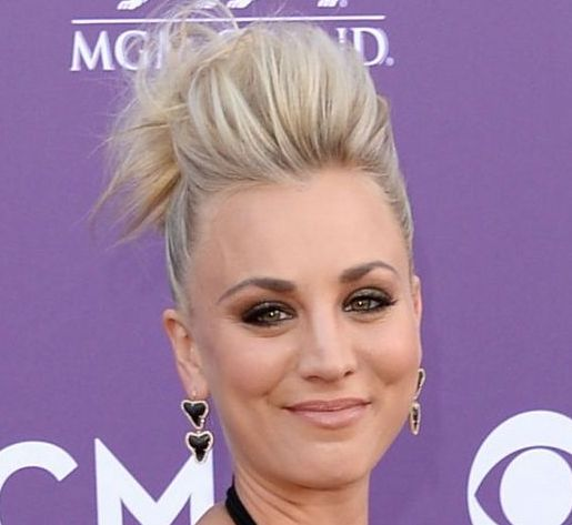 Kaley Cuoco's Blonde Hair In Edgy Gelled-Up Formal Hairdo