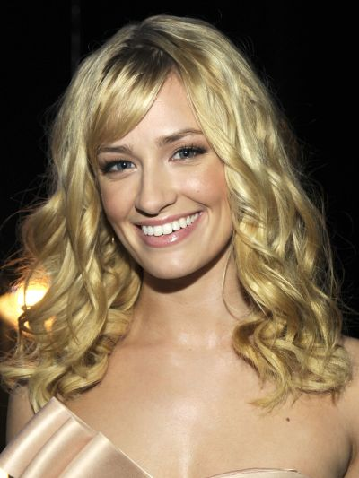 Beth Behrs's Medium-Length Blonde Curly Hair With Side Bangs