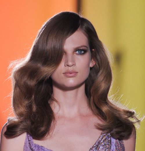 Bette Franke Gorgeous Brown Hair In Glamorous Wavy Hairstyle