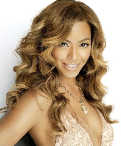 Beyonce's Long Blonde Wavy Hair In Glamorous Hairstyle