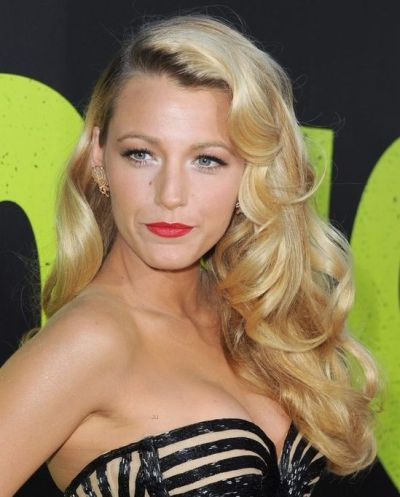 Blake Lively's Long Blonde Formal Hairstyle With Deep Side Part