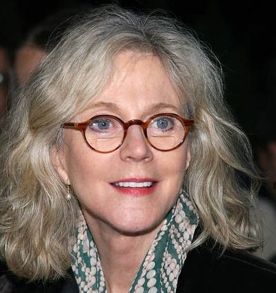 Blythe Danner's Light Blonde Hair In Wavy Casual Hairstyle