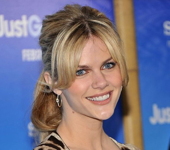 Brooklyn Decker's Thick Blonde Hair In Half-Up Hairdo