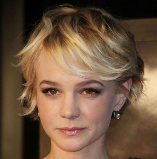 Carey Mulligan's Blonde Hair In Short Layered Playful Hairstyle
