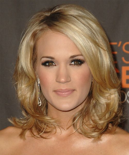 Carrie Underwood's Blonde Hair In Medium-Length Wavy Hairstyle