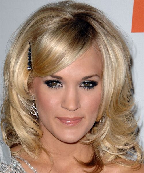 Carrie Underwood's Medium-Length Blonde Hair With Side Bangs Barrette