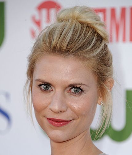 Claire Danes's Blonde Hair In Casual Messy Bun Hairdo