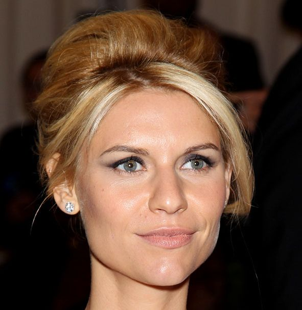 Claire Danes's Straight Blonde Hair In Beehive Hairdo