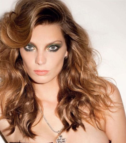 Daria Werbowy's Long Wavy Brown Hair With Sideswoop Bangs