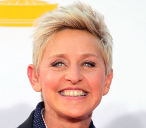 Ellen Degeneres's Light Blonde Hair In Simple Short Mature Hairstyle